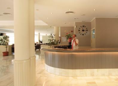 Recepció de l'Hotel Garbí Cala Millor Mallorca