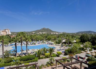 Piscina i jardí de l'Hotel Garbí Cala Millor
