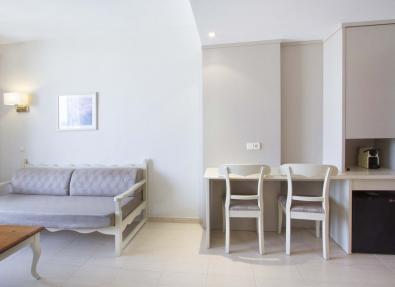 Zona office de l'habitació de l'Hotel Garbí Cala Millor