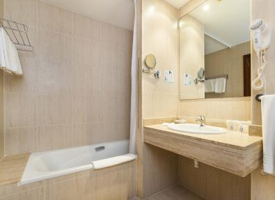 Salle de bain de la chambre Hôtel Garbí Cala Millor