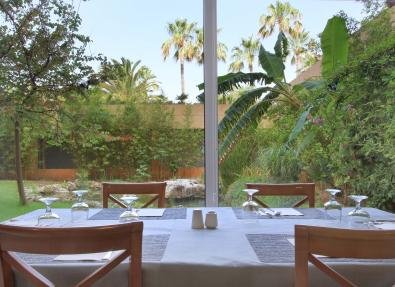 Table de restaurant de l'Hôtel Garbí Cala Millor