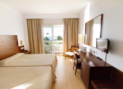 Habitación con vista al mar del Hotel Garbí Costa Luz