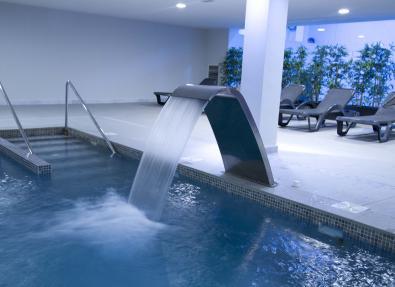 Piscina climatizada Hotel Garbí Costa Luz Conil